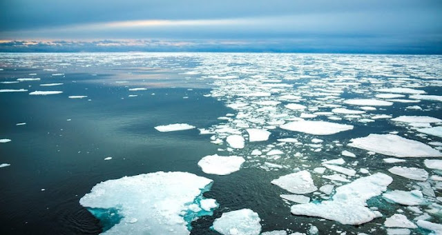 Cover Arctic sea ice with silica microspheres to stop melting ice