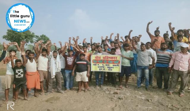 रोड नहीं तो वोट नहीं वोट का बहिष्कार करेंगे नरहर पकड़ी गाँव  के लोग