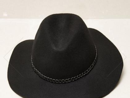53. A może kapelusz?
