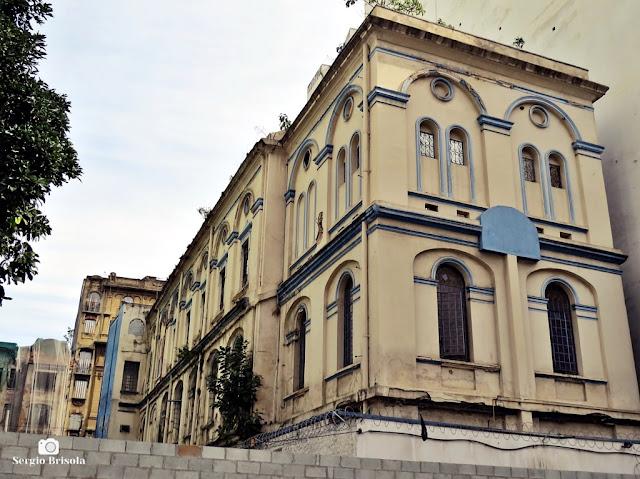Vista ampla da fachada anterior e lateral do Edifício da Associação Auxiliadora das Classes Laboriosas - Sé - São Paulo