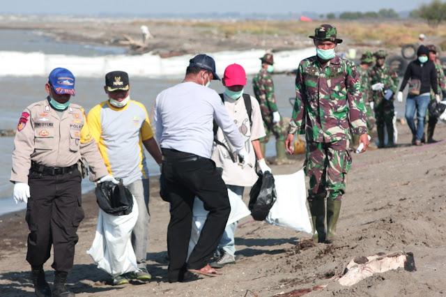 Menghadap Laut 2.0: Bersihkan Pantai Bungin Bekasi