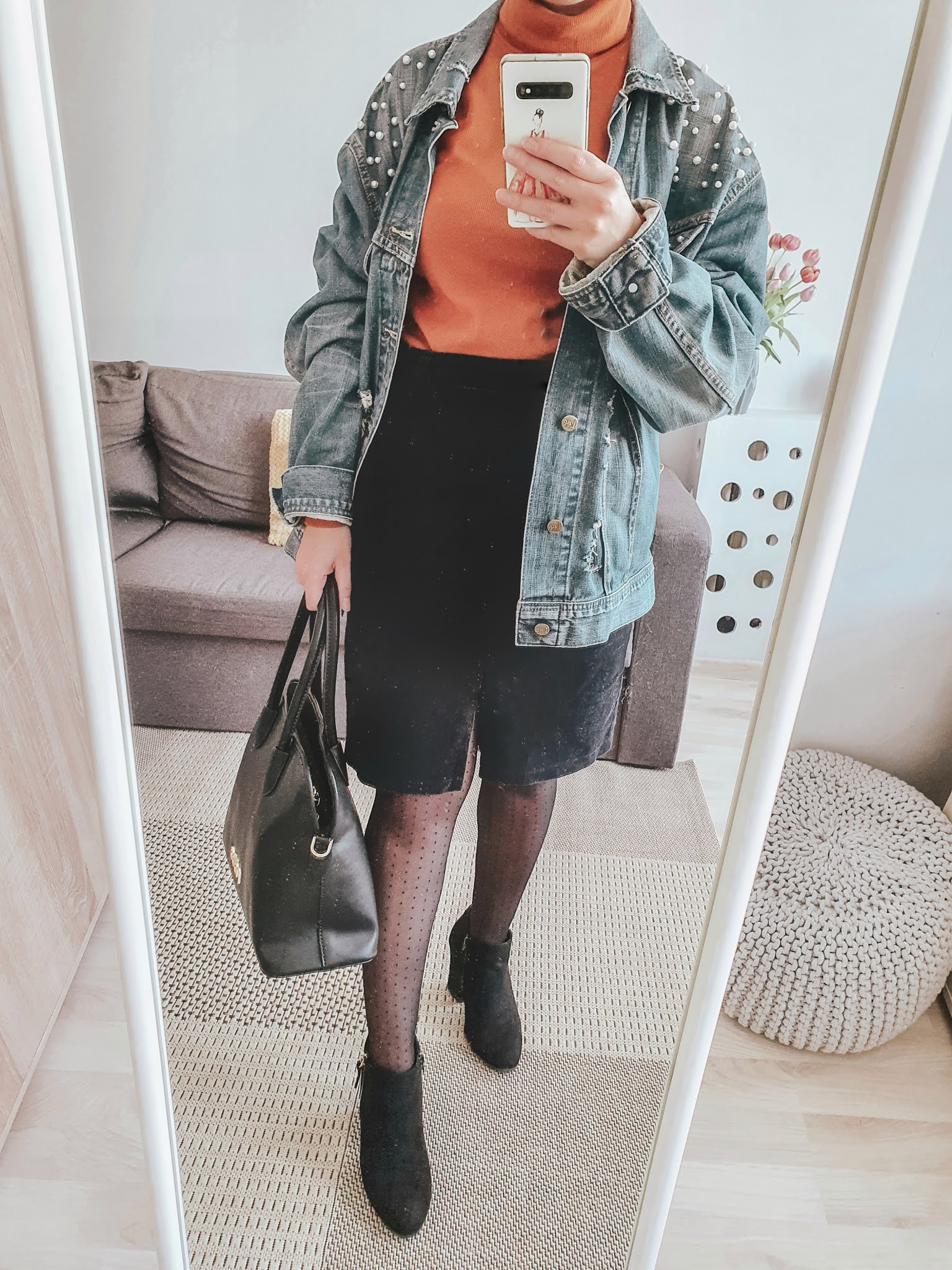 Kurtka jeansowa, stylizacje na co dzień. Jak nosić kurtkę jeansową? Cztery sposoby na modne stylizacje.
