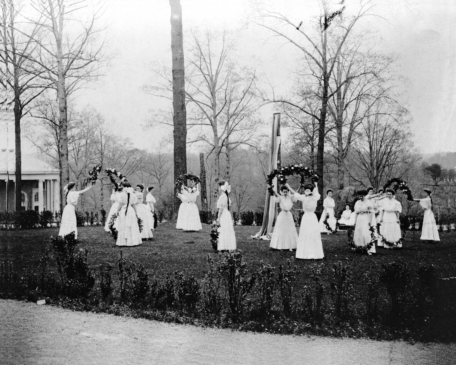 May day Dancers