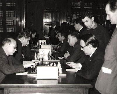 Gomilla y Ponce en el VIII Campeonato de Ajedrez de Educación y Descanso 1956
