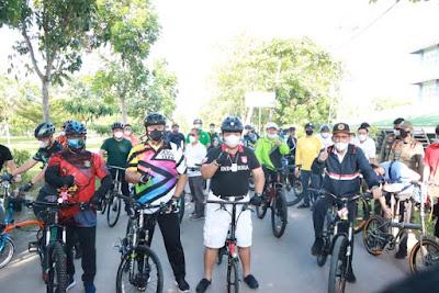 Gubernur Berolahraga Sepeda Bersama Rektor UIN dan Forkopimda