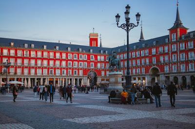 Foto Eduardo Rrodriguez no Unsplash - Matéria Plaza Mayor - BLOG LUGARES DE MEMÓRIA