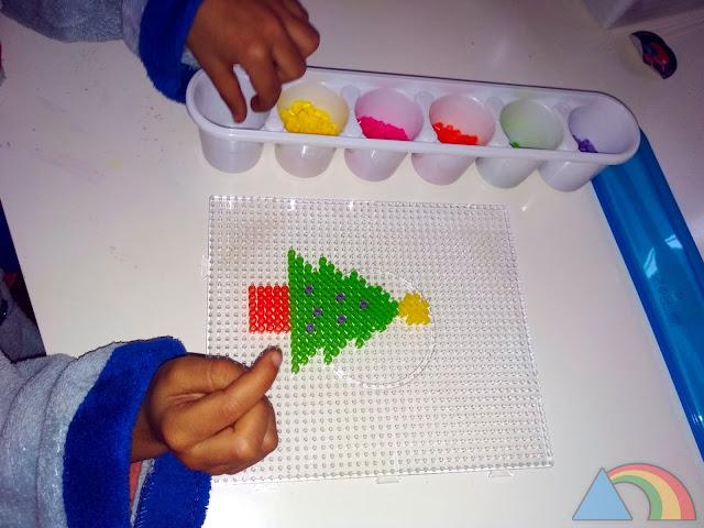 Árbol de Navidad hecho con Hama Beads