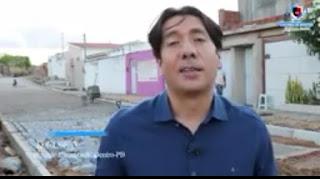 Em Cacimba de Dentro Nelinho Costa anuncia inicio das obras de calçamento da rua Bela Vista.