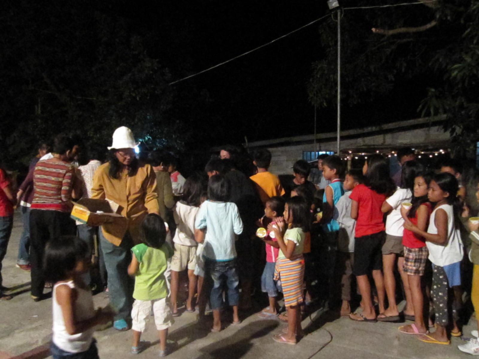 10 Things About Filipino Christmas Parties | ErikaFromAmerica