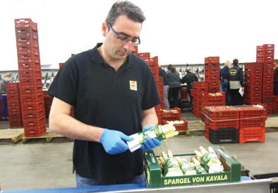 Το σταθεροποιημένο κοκκώδες λίπασμα NovaTec γνωρίζει στον επαγγελματία  αγρότη ο γεωπόνος και Product Manager της COMPO 12f5cd77e7b