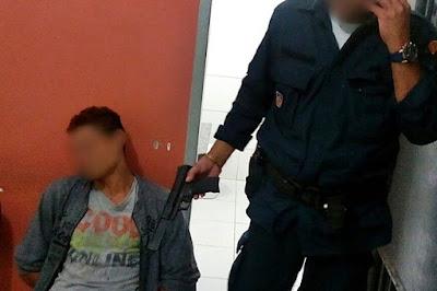 Jovem é flagrado com simulacro de pistola em Santo Amaro das Brotas