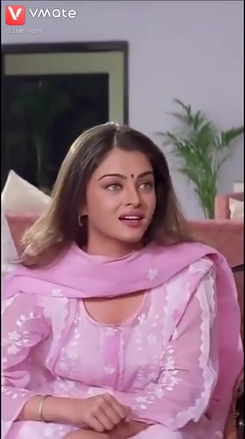 Aishwarya Rai Looks So Hot in Pink Salwar Suit