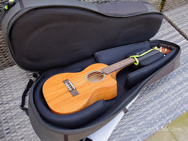 fusion urban double ukulele bag bottom compartment