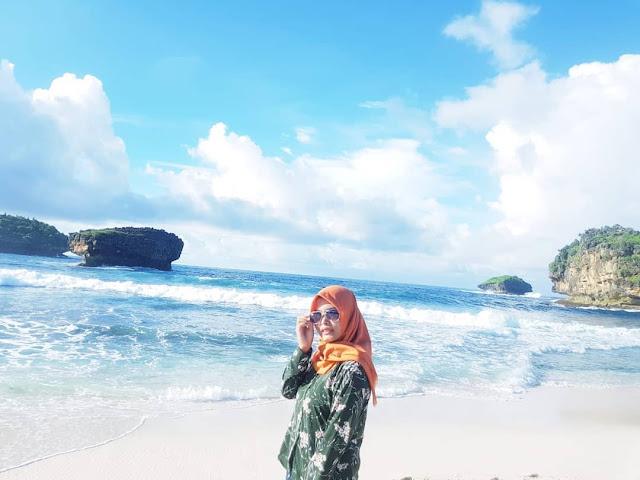 keindahan pantai srau