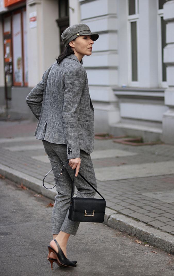 garnitury damskie ze spodniami 2019
