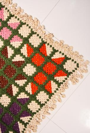 Patchwork crochet rug with free graphic