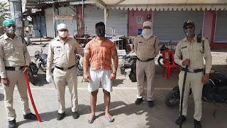 लॉक डाउन के चलते पुलिस ने की सख्ती 2000 का इनामी बदमाश आया लपेटे में
