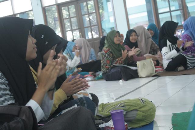 Konsep Lesehan Jadi Pilihan Pada Sarasehan Keluarga BKI IAIN Purwokerto
