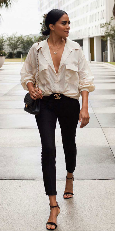If you are looking for a new look to get with your black skinny jeans then have a look at these 20 stylish black jeans outfits to copy this fall season. Casual Outfits via higiggle.com | jeans + white shirt | #jeans #blackjeans #denim #casualoutfits