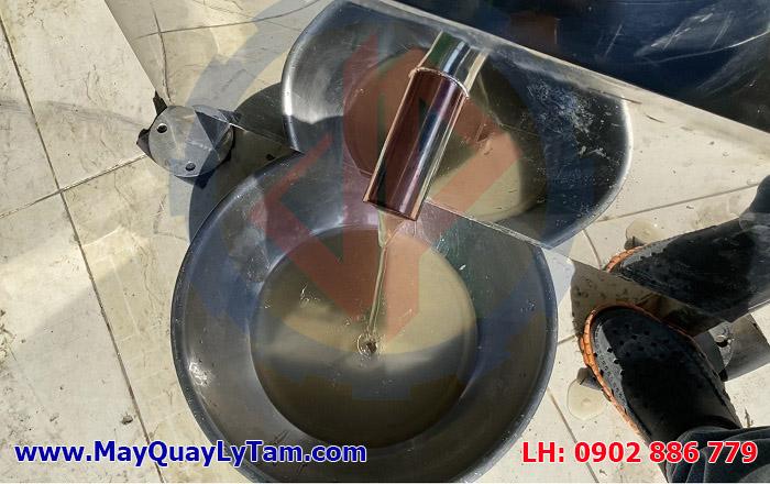 Dung dịch nước đường được tách hiệu quả khi sử dụng máy ly tâm đường Vĩnh Phát