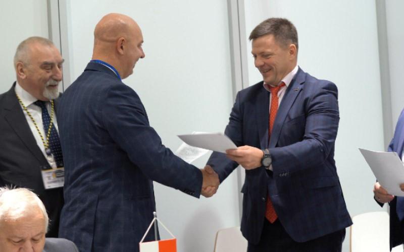 Україна та Польща вироблятимуть аеродромне обладнання