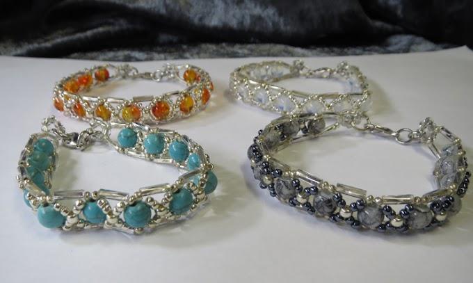 Pärlade armband i olika färger