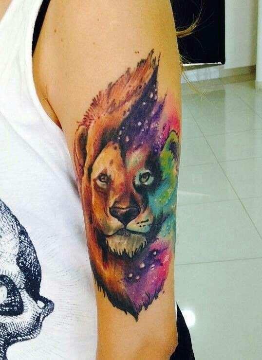 Imagen de león para mujer en el brazo