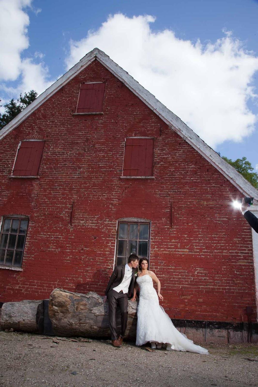 cd429f7e Sørg for, at den fotograf du hyre til dit bryllup. Du ønsker ikke at have  nogen tager bryllup fotos, der er taget for, at du ender med ikke at bryde.