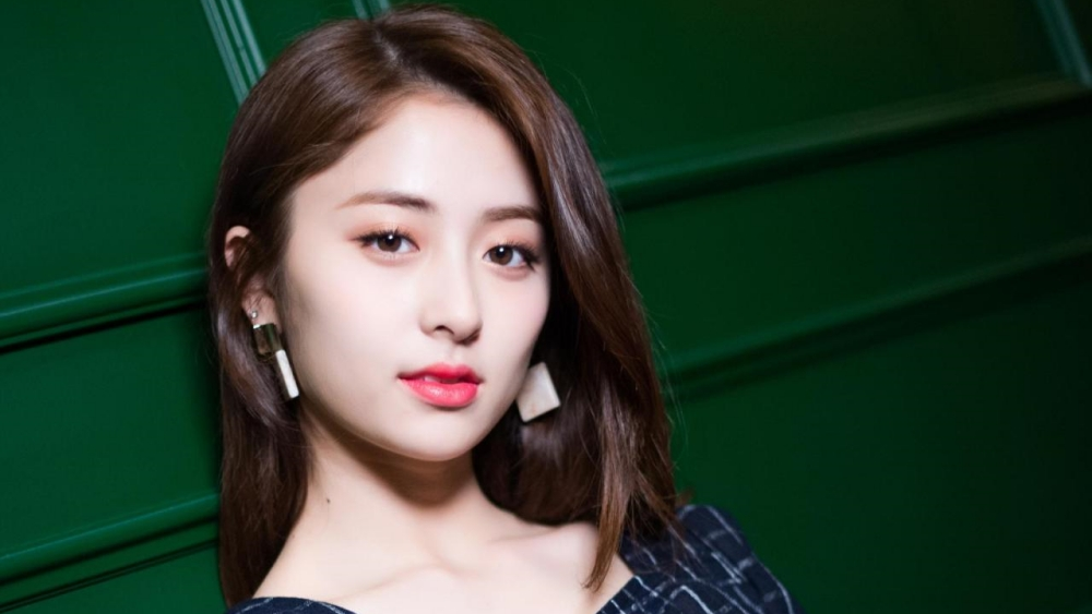 Heo Yunjin Reportedly Joins Source Music's New Girl Group, HYBE Responds
