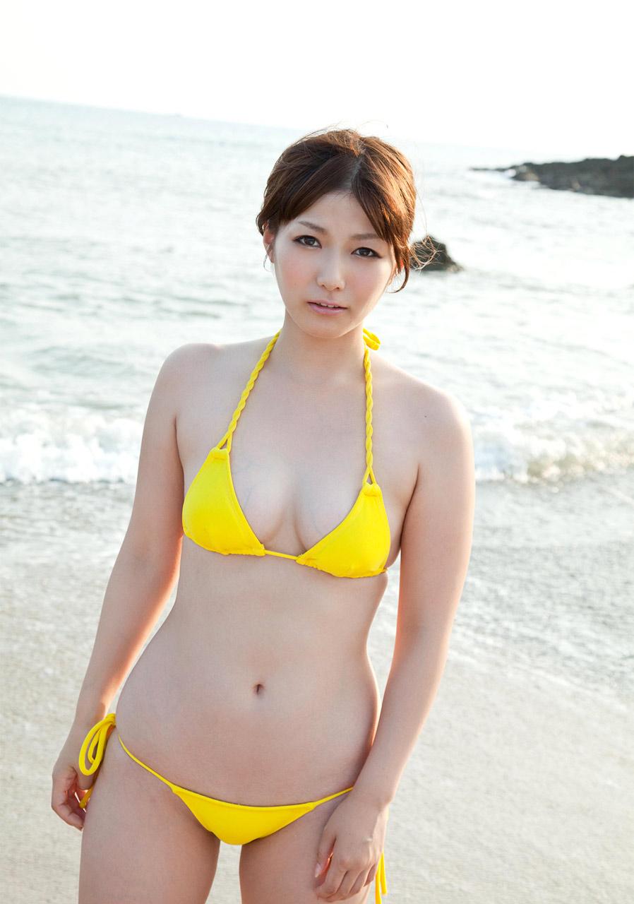 yuka kyomoto sexy yellow bikini pics 02