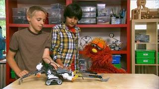 Murray and Ovejita, Murray Has a Little Lamb robot school, basketball robot, Sesame Street Episode 4406 Help O Bots, Help-O-Bots season 44