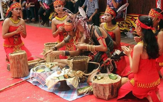 upacara adat naik dango dayak kanayatn kalbar
