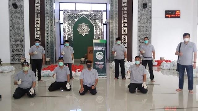 Peduli Dampak Covid-19, Masjid Baitussalam BSD Bagikan 550 Paket Sembako