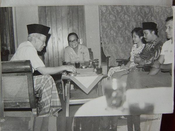 Muallif Sholawat Wahidiyah dan Penyiar Sholawat Wahidiyah