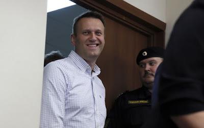 У Росії поліція відпустила Навального до суду
