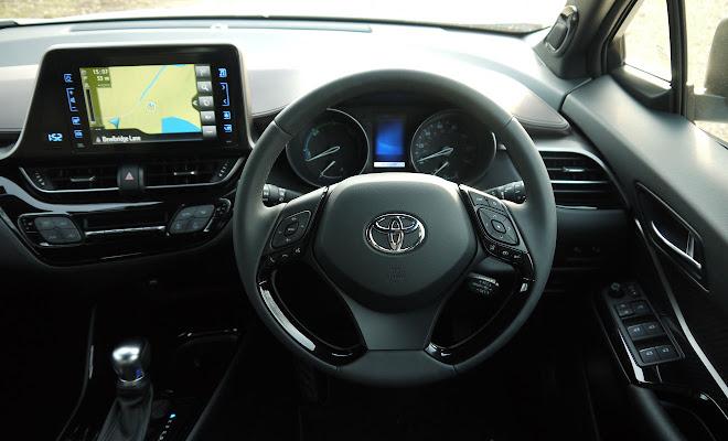 Toyota C-HR Hybrid cockpit