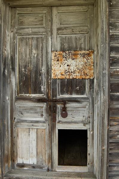 Дверь с выбитой филёнкой