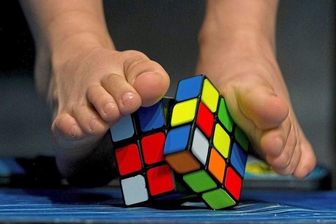 WR 3x3x3 With Feet Average Pecah Dengan Waktu 20.58s