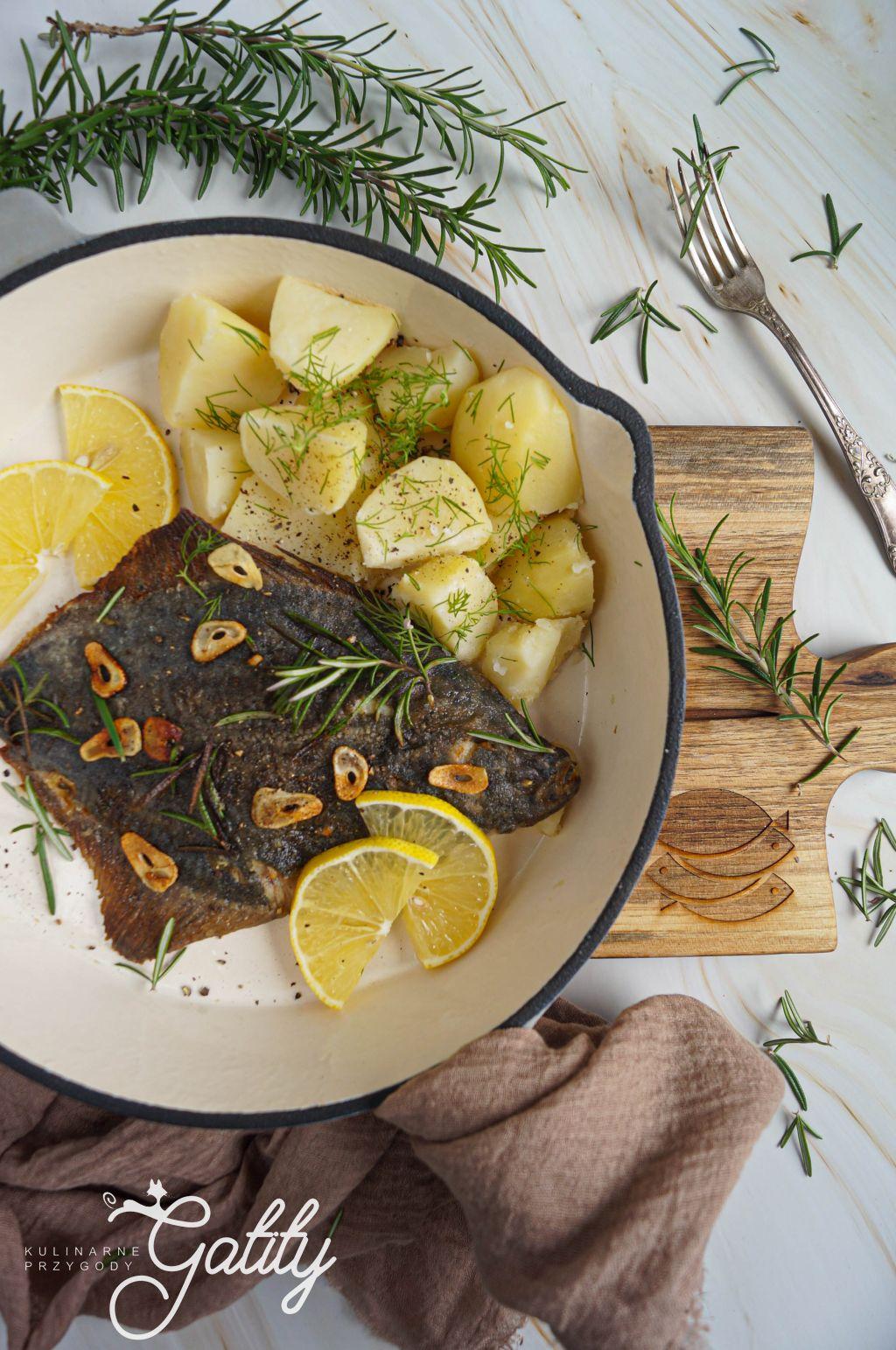 ryba-na-patelni-z-ziemniakami