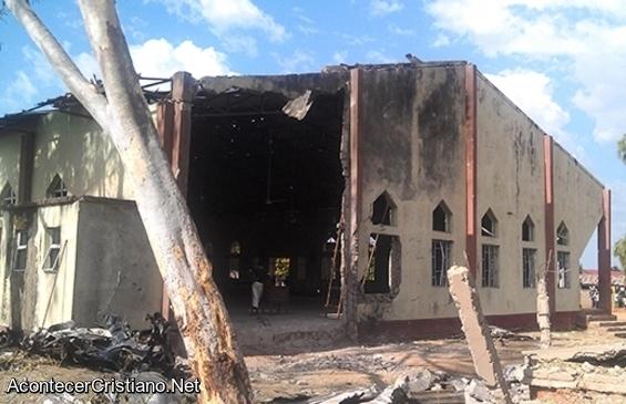Iglesia quemada en Nigeria por persecución