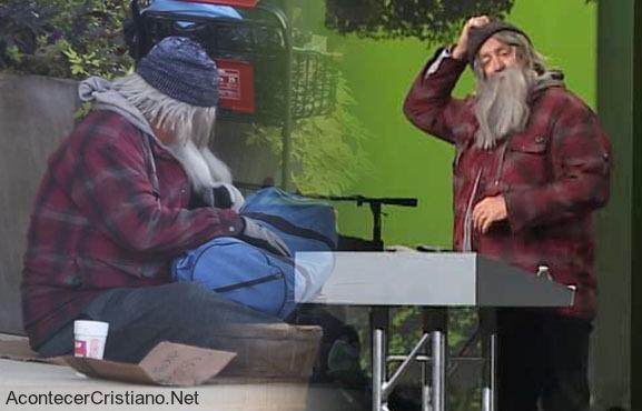 Pastor se disfraza de indigente