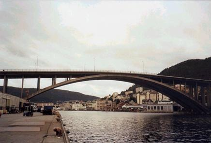 Puente arco Puddefjord