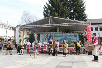 По стар български обичай тетевенци отбелязаха празника Сирни Заговезни