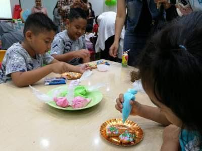 Dekorasi kue di pinata fiesta
