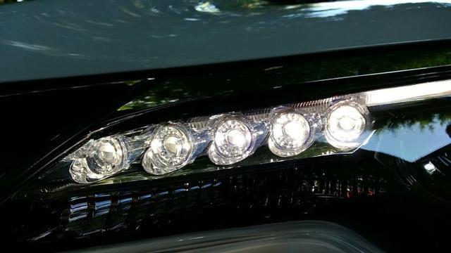 Plus dan Minus Lampu LED Mobil