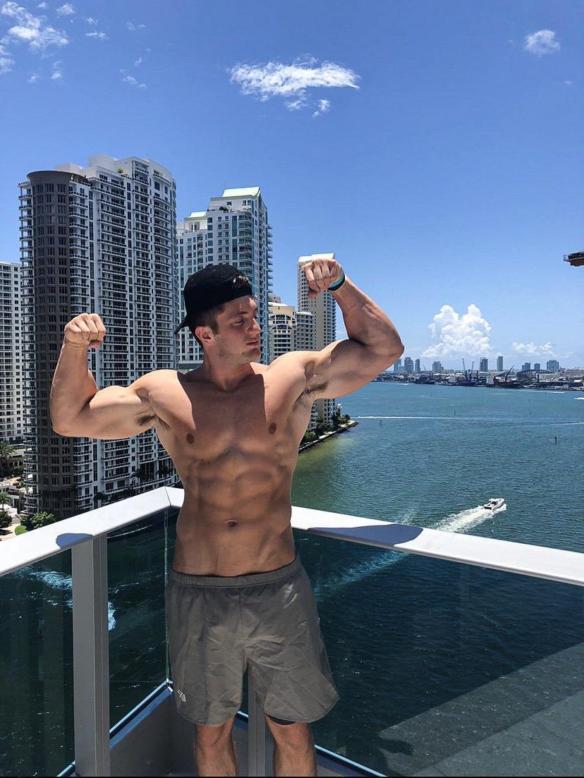 classic-bad-boy-bro-fit-shirtless-sexy-body-biceps-flex-hunk