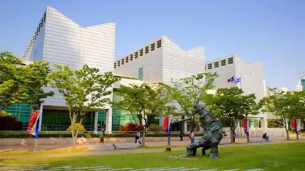 Things to Do in Busan : Busan Museum of Art