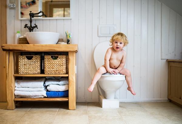 Waktu Tepat Melatih Anak Toilet Training