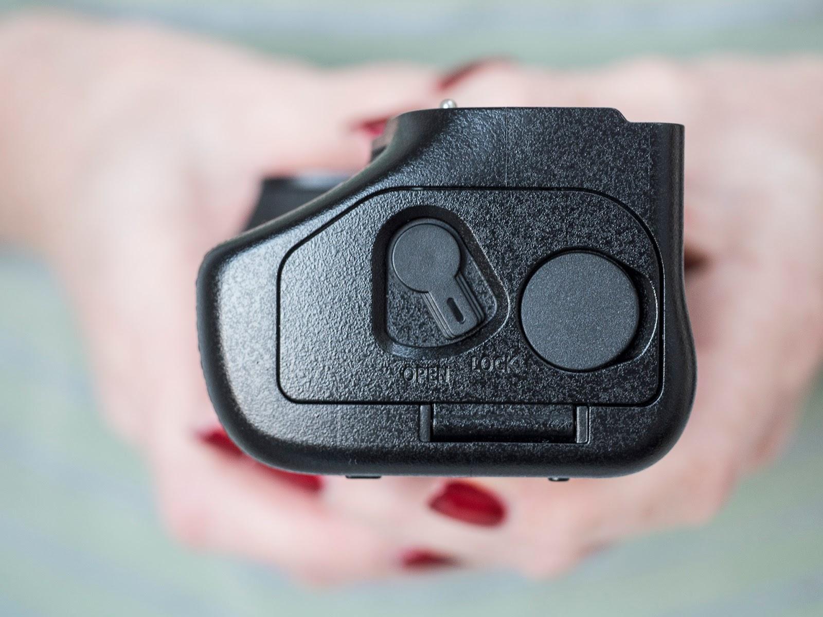 Батарейный блок Panasonic DMW-BGG9 с дополнительным аккумуляторным отсеком