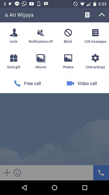 Pilih panah bawah, lalu pilih chat settings